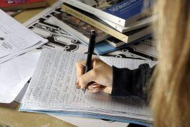 (12.1.2017) Elitismiä vai arkijärkeä? Suomalaisperhe etsii lapselleen kotiopettajaa kuudeksi vuodeksi – Hinta 3 100 euroa kuussa