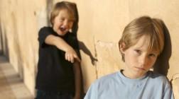 (16.11.2016) Äidit tuskastuivat: Kiusatut pojat joutuvat vaihtamaan koulua – rehtori kiistää väitteet